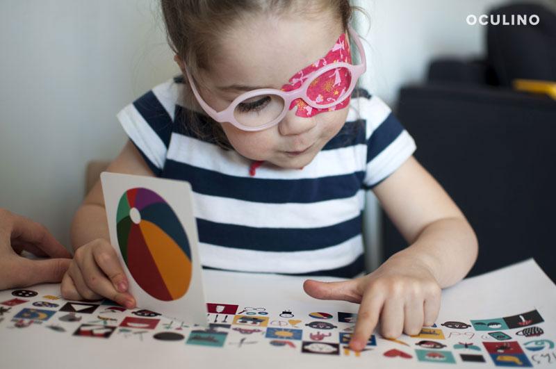 Lila bawi się kartami Lulu!